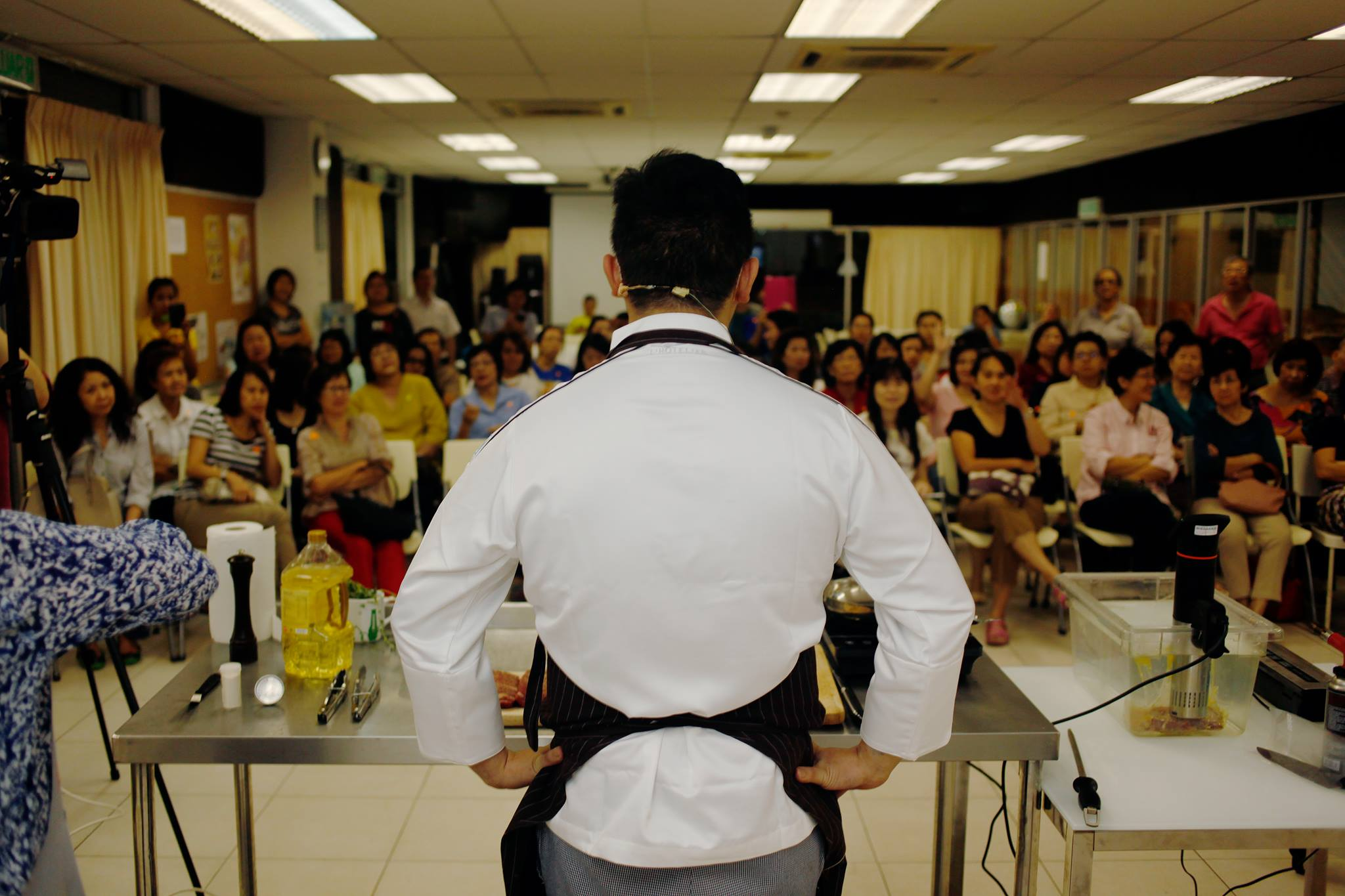 What does a restaurant consultant do?