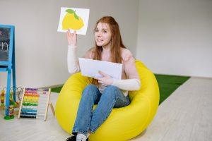 teacher using non-traditional teaching methods